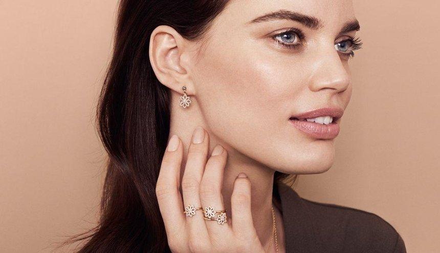 Прокалывание ушей: как правильно выбрать украшение