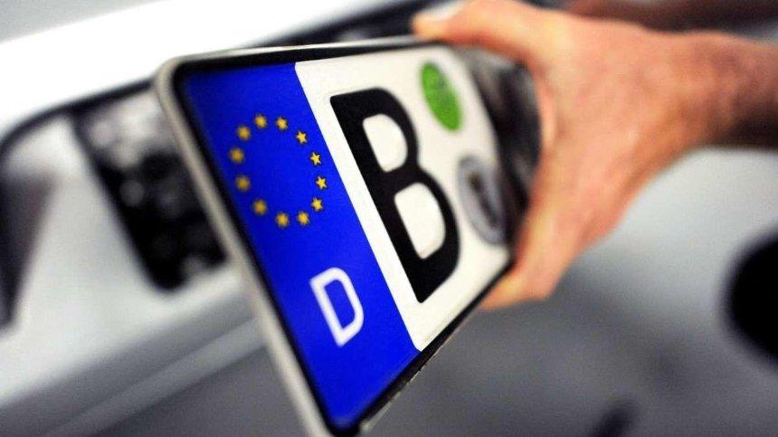 Порошенко подписал законы о растаможке авто на еврономерах