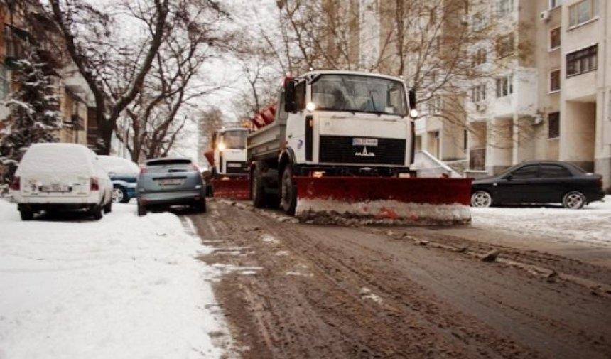 Столичных водителей попросили завтра не парковаться на обочинах