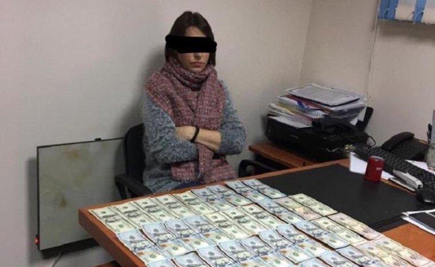 Главу управления ГАСК в Херсонской области задержали по подозрению в получении 4,5 тысячи долларов взятки