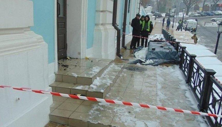 В столице задержали мужчину, который пытался поджечь Андреевскую церковь (фото, видео)