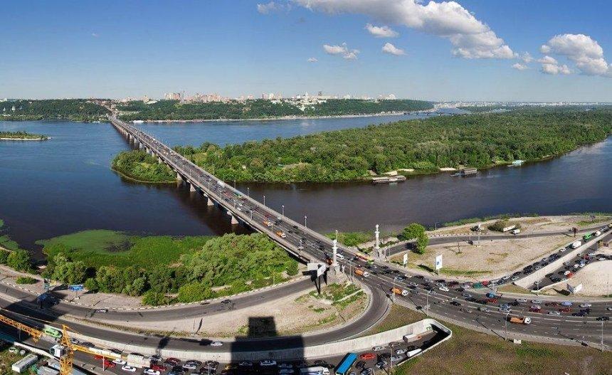 На мосту Патона на месяц ограничат движение