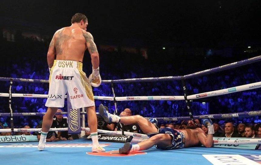 Усик защитил звание абсолютного чемпиона мира по боксу в тяжелом весе (фото, видео)