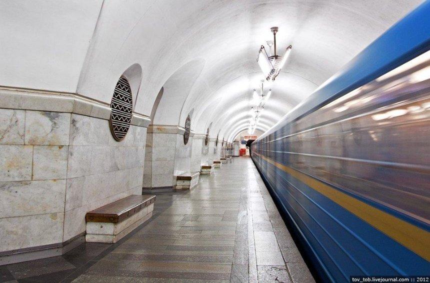 Станцію метро «Вокзальна» зачинили навхід (оновлено)