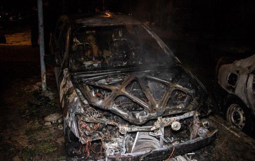 В Голосеевском районе загорелась машина и сожгла еще три (фото)