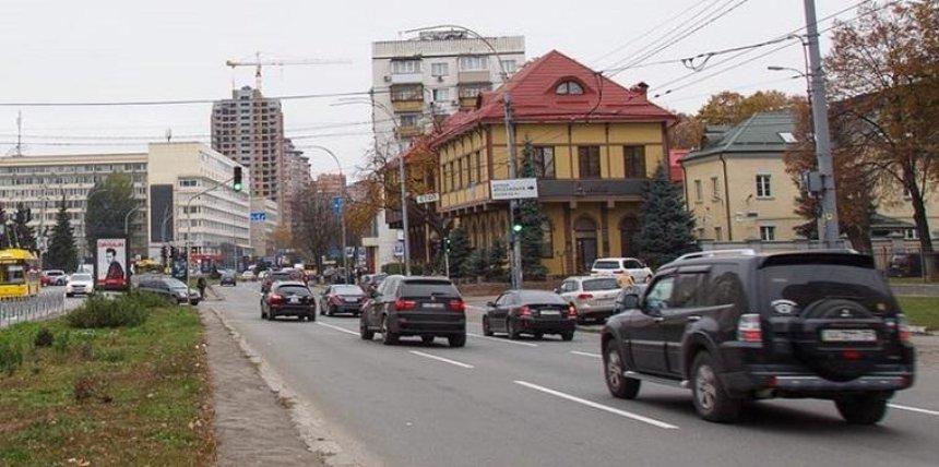 Улицу на Печерске очистили от незаконной рекламы (фото)