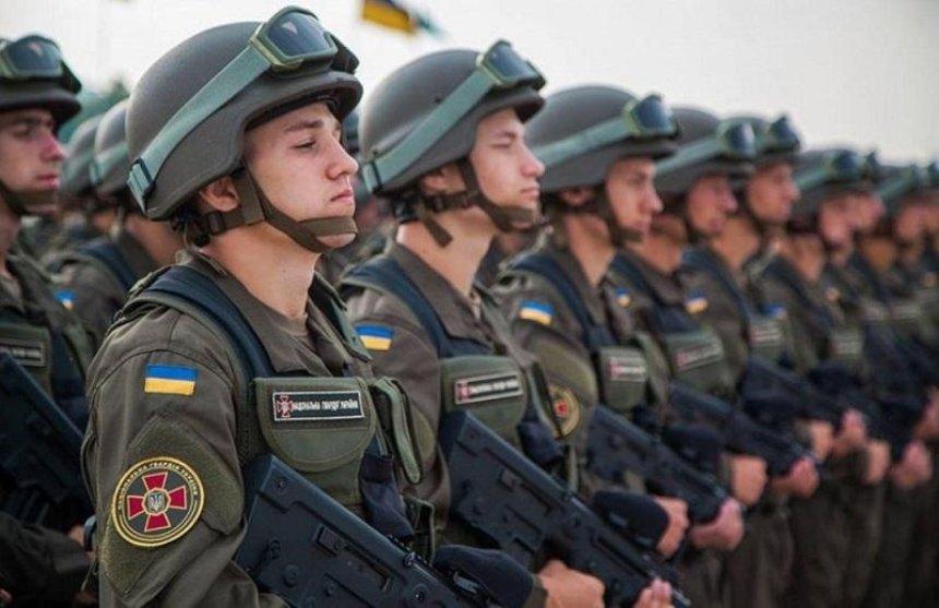 В 10 областях Украины начало действовать военное положение