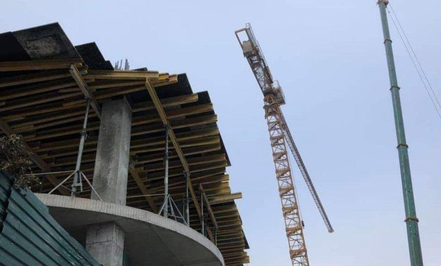 Валентин Мондриевский: «Город демонтирует строительный кран на Андреевском спуске» (фото)