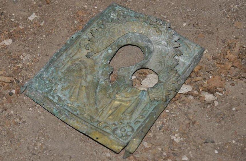 В Андреевской церкви нашли оклад старинной иконы (фото)