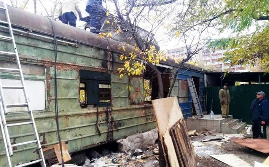 УДніпровському районі демонтували «вагон-ресторан» (фото)