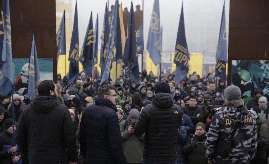 «Нацкорпус» вцентре Киева потребовал введения военного положения (видео)