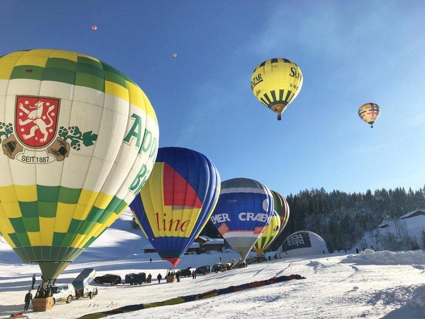 Санты нааэростатах: под Киевом пройдет фестиваль воздушных шаров