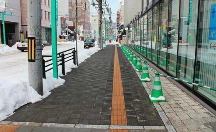 В Соломенском районе появится теплый тротуар