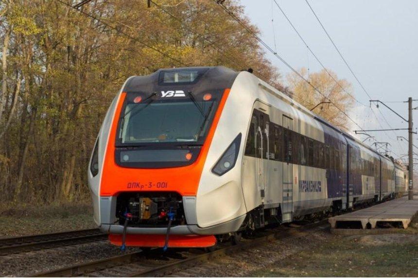 Новый украинский поезд начал испытательный пробег