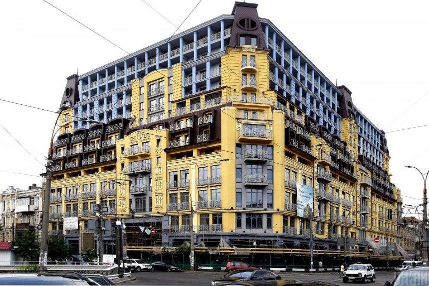 «Дом-монстр» на Подоле: Окружной админсуд обязал признать строительство завершенным