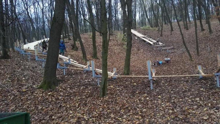 В Голосеевском парке строят аттракционы: местные жители выступили против