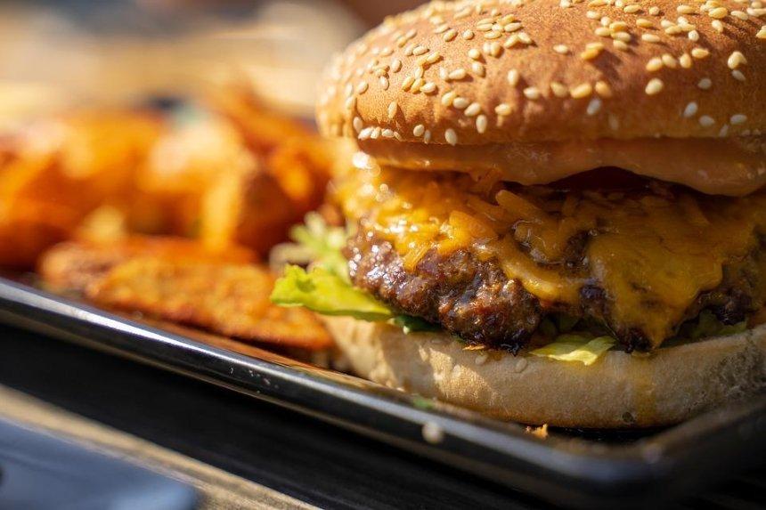 McDonald's создаст бургеры срастительным мясом