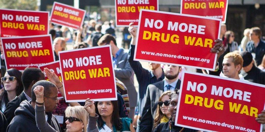 Орегон стал первым штатом вСША, где декриминализовалихранение тяжелых наркотиков