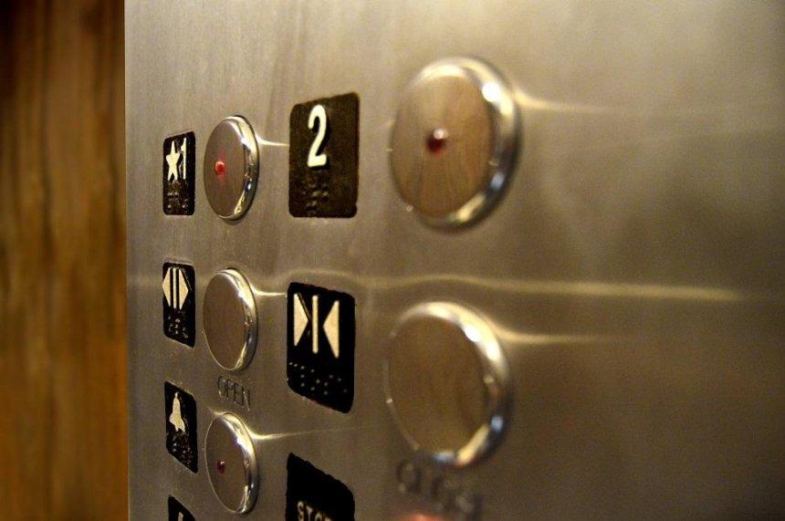 В 40 домах Дарницкого района отремонтируют лифты: адреса