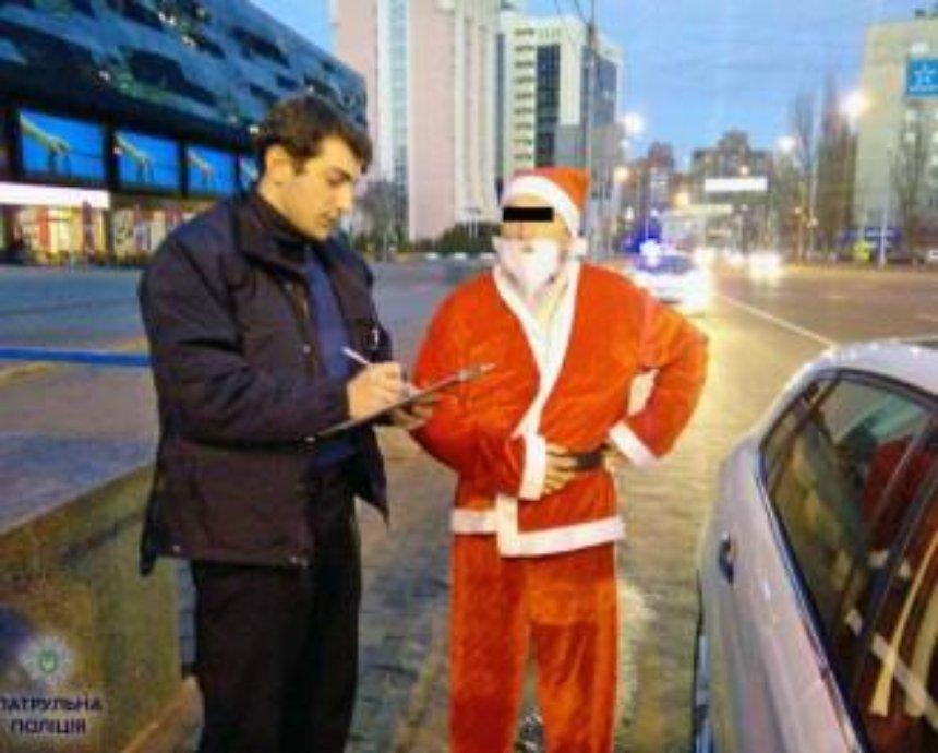 В Киеве оштрафовали Деда Мороза за езду по полосе общественного транспорта