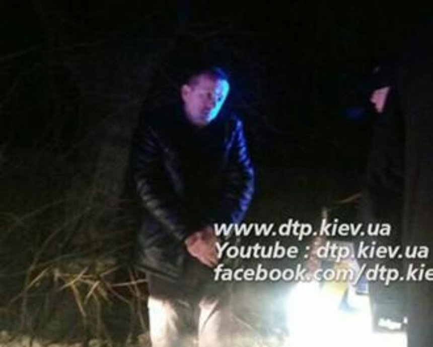 В Киеве пьяный водитель уснул, пытаясь скрыться с места аварии (фото)