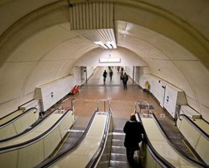 """На станции метро """"Дорогожичи"""" перекрыли эскалатор"""