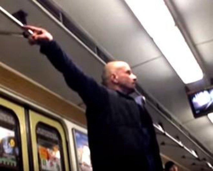 "В метро Киева полицейские задержали ""Бога Иисуса"" (видео)"