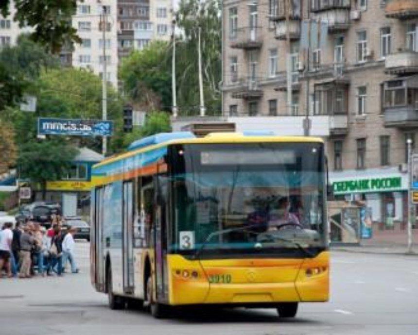 В Киеве из-за аварий остановились троллейбусы и трамваи