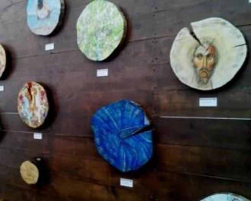 Прошлогоднюю Главную елку распродадут в виде арт-объектов