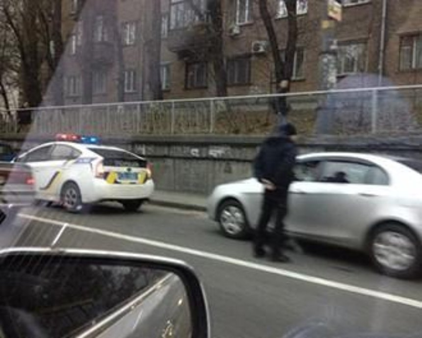 Полиция Киева в тянучке устроила охоту на автонарушителей (фото)