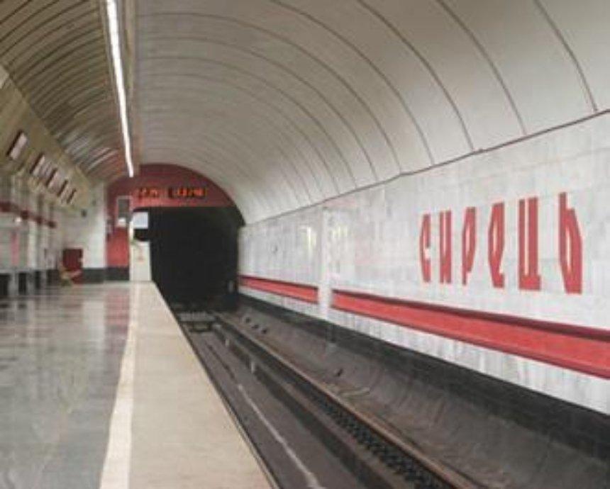 "На станции ""Сырец"" закроют на неделю эскалатор"