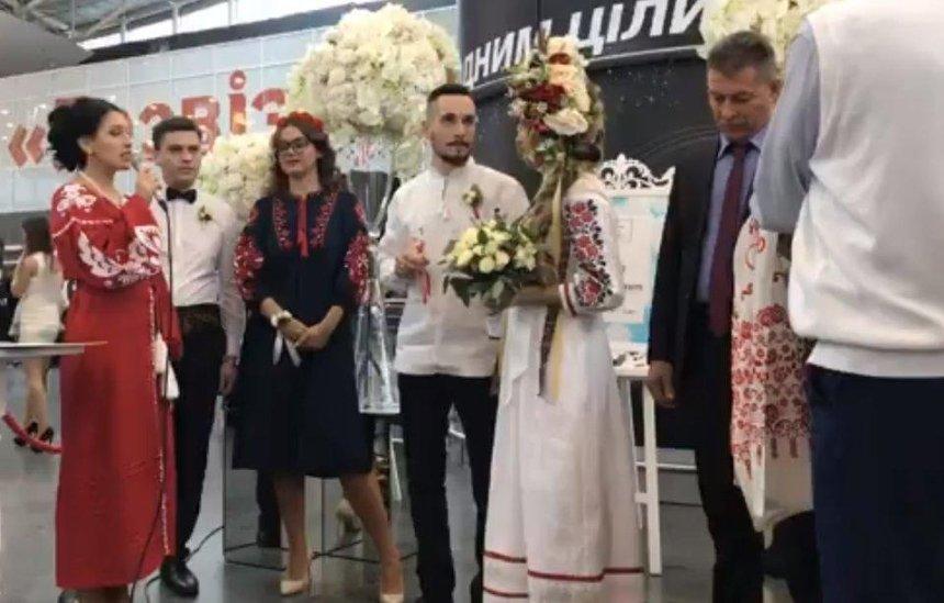 Ваэропорту «Борисполь» впервые сыграли свадьбу (видео)