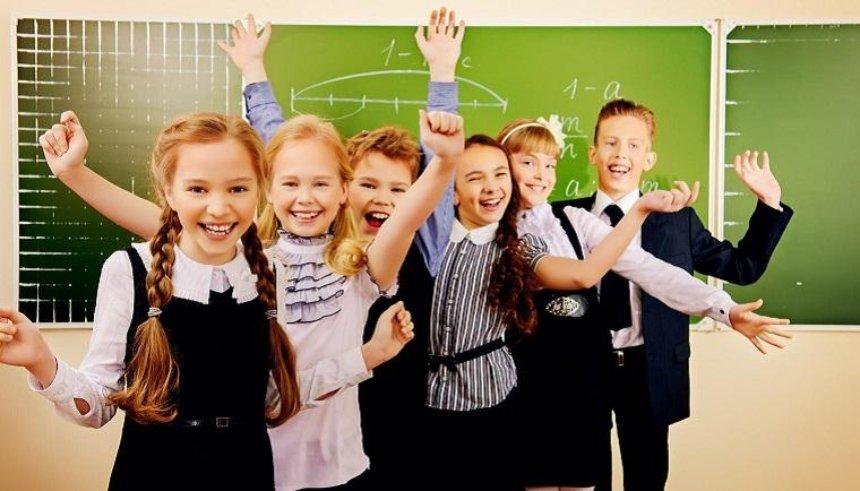 Без дресс-кода: в одном из районов Киева отменили школьную форму (фото)