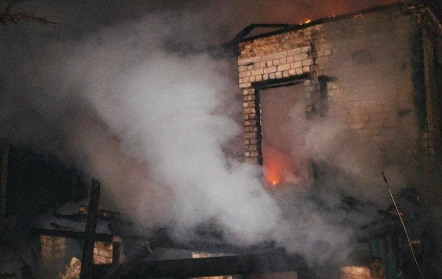 На Русановских садах сгорел частный дом (фото)