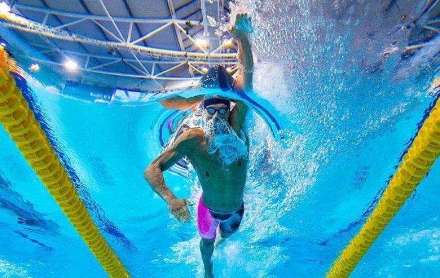 Украинский пловец побил мировой рекорд и стал чемпионом мира (видео)