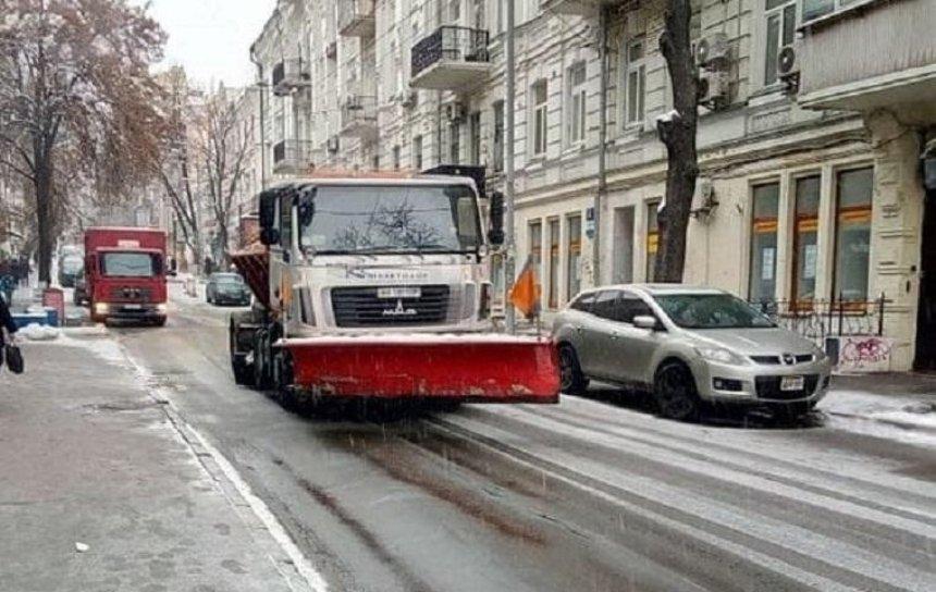 470 работников задействованы  для расчистки остановок общественного транспорта, - КГГА