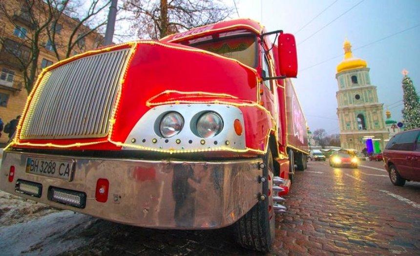В столицу приехал новогодний грузовик Coca-Cola (фото, видео)