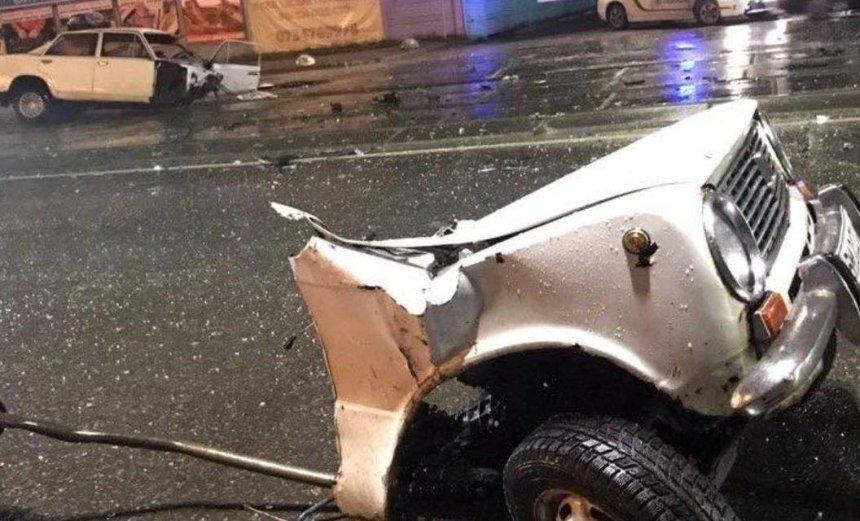 Машину разорвало пополам: в сети появилось видео серьезного ДТП на Харьковском шоссе (видео)