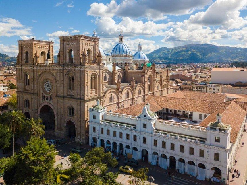 Кабмин утвердил безвиз с Колумбией и Эквадором