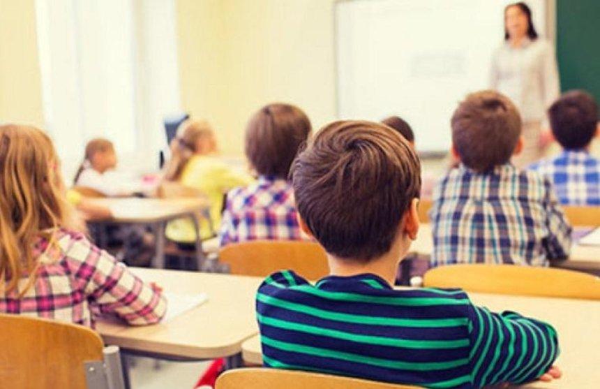 В столичных школах и детсадах запретили платные услуги