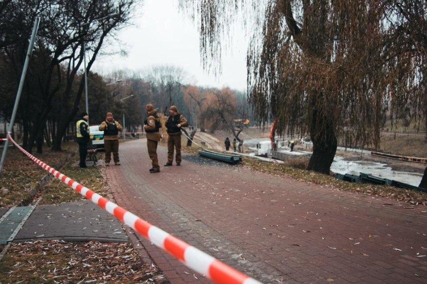 Снаряд времен Второй мировой войны нашли на дне озера в парке «Отрадный» (фото)