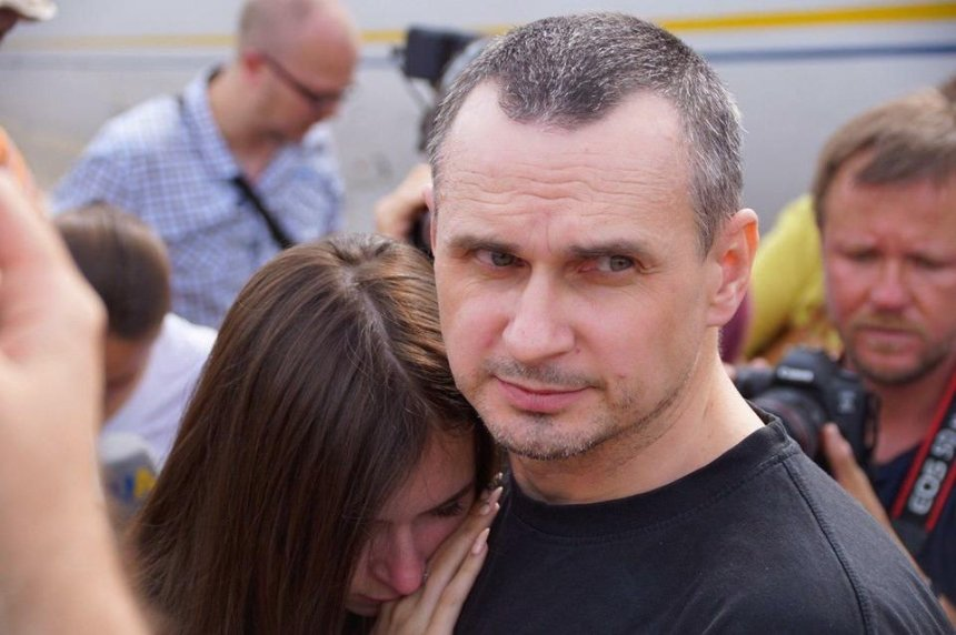 Олег Сенцов стал на учет в киевском военкомате (фото)