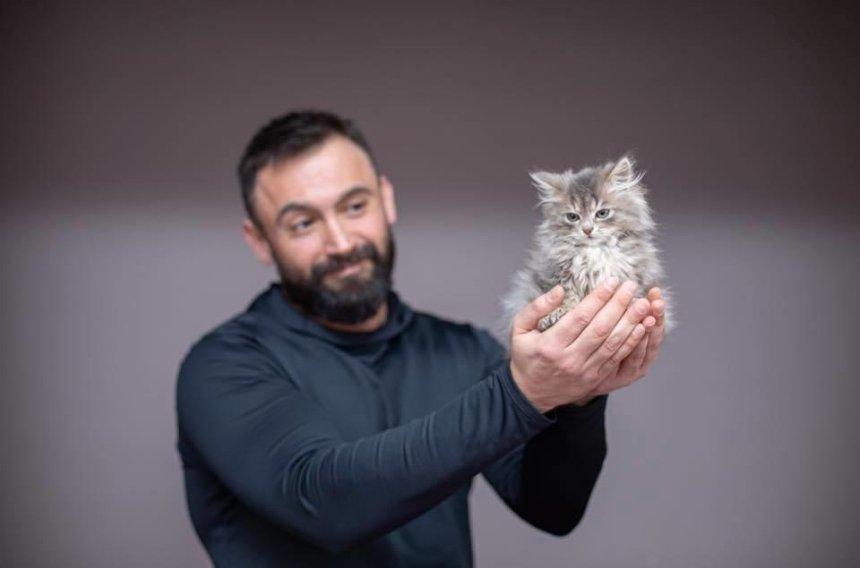 Ветераны и четырехлапые: в Украине создали календарь для помощи бездомным животным (фото)
