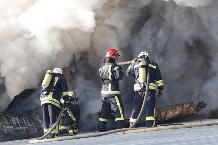 На проспекте Победы горел склад бывшей швейной фабрики (фото)