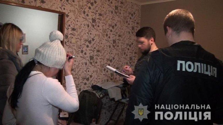 Необычный «массаж»: на Печерске разоблачили бордель под видом массажного салона (фото, видео)