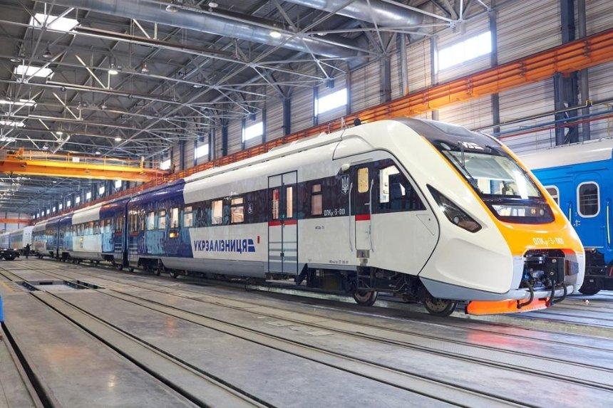 Новый поезд украинского производства успешно прошел испытания (фото, видео)