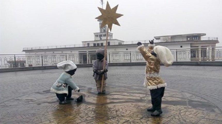Малышей-основателей Киева нарядили к новогодним праздникам (фото)
