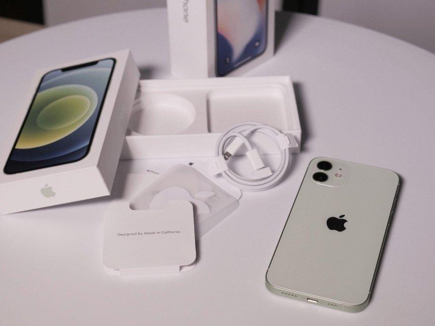 В Бразилии обязали Apple вернуть зарядный блок в комплект с iPhone