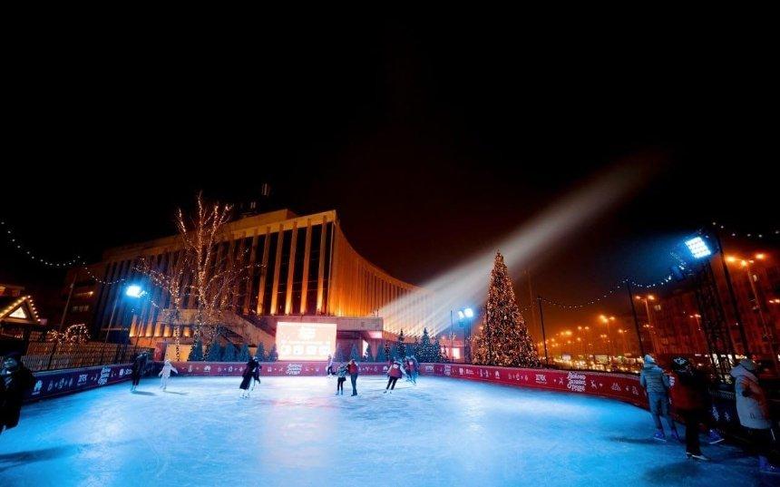 Как выглядит «Містечко зимових розваг» возле дворца «Украина» и какие там цены