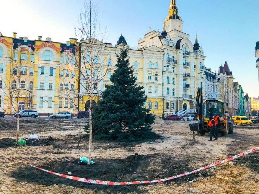 Сквер вместо застройки: на Воздвиженке высадили первые деревья